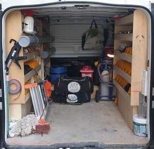 camion équipé pour l'installation eau gaz sanitaires